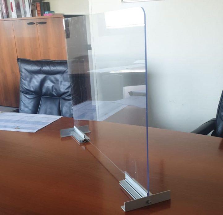 divisorio in plexiglass